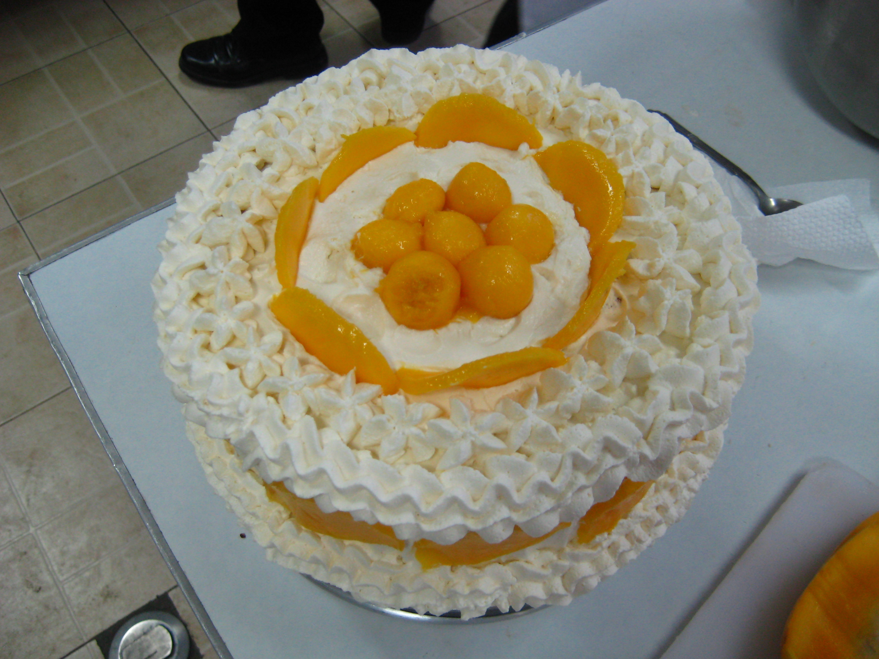 Sponge Cake with Whipped Cream Icing and Mangoes